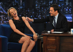 http://img298.imagevenue.com/loc110/th_421580898_UmaThurmanLateNightwithJimmyFallon_April820117_122_110lo.jpg