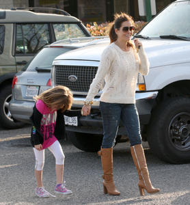 Брук Берк, фото 1446. Brooke Burke playing in the park with her kids in Malibu, february 20, foto 1446