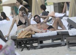 http://img298.imagevenue.com/loc186/th_312384943_Mischa_Barton_Bikini_Candids_on_the_Beach_in_Miami_December_27_2011_179_122_186lo.jpg