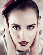 http://img298.imagevenue.com/loc396/th_799061146_Emma_Watson_Vogue_Magazine2_122_396lo.jpg