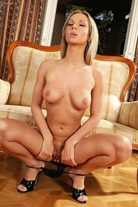 [Image: th_549621848_Vanessa_Cooper_twisty_blond..._423lo.jpg]