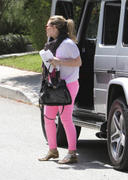 http://img298.imagevenue.com/loc426/th_372490901_Hilary_Duff_at_a_friends_house_in_Studio_City2_122_426lo.jpg