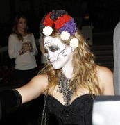 http://img298.imagevenue.com/loc438/th_419807569_Hilary_Duff_Goes_To_a_Halloween_Party28_122_438lo.jpg