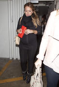 http://img298.imagevenue.com/loc462/th_588574277_Hilary_Duff_leaving_Madeos_Restaurant5_122_462lo.jpg