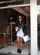 http://img298.imagevenue.com/loc496/th_480797014_Amanda_Bynes_Shopping_at_Kin3_122_496lo.jpg