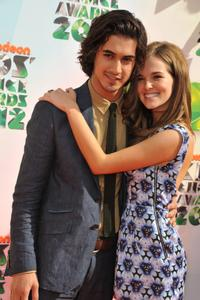 http://img298.imagevenue.com/loc501/th_358315718_CFF_Zoey_Deutch_Nickelodeons_25th_Annual_Kids_Choice_Awards_In_LA_March_31_2012_014_122_501lo.jpg