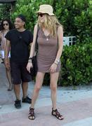 th_075491898_Celebutopia_NET.Doutzen_Kroes_relaxing_in_Miami_Beach.03_24_2011.HQ.10_122_503lo.jpg
