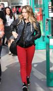 http://img298.imagevenue.com/loc564/th_628391205_Hilary_Duff_Century_City_Mall5_122_564lo.jpg